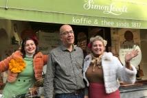 Koffiedames bij 25 jarig jubileum Simon Lévelt Utrecht