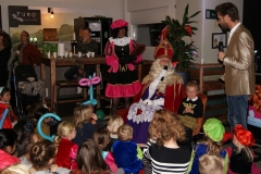 Sinterklaas op bezoek bij Strijp-S office